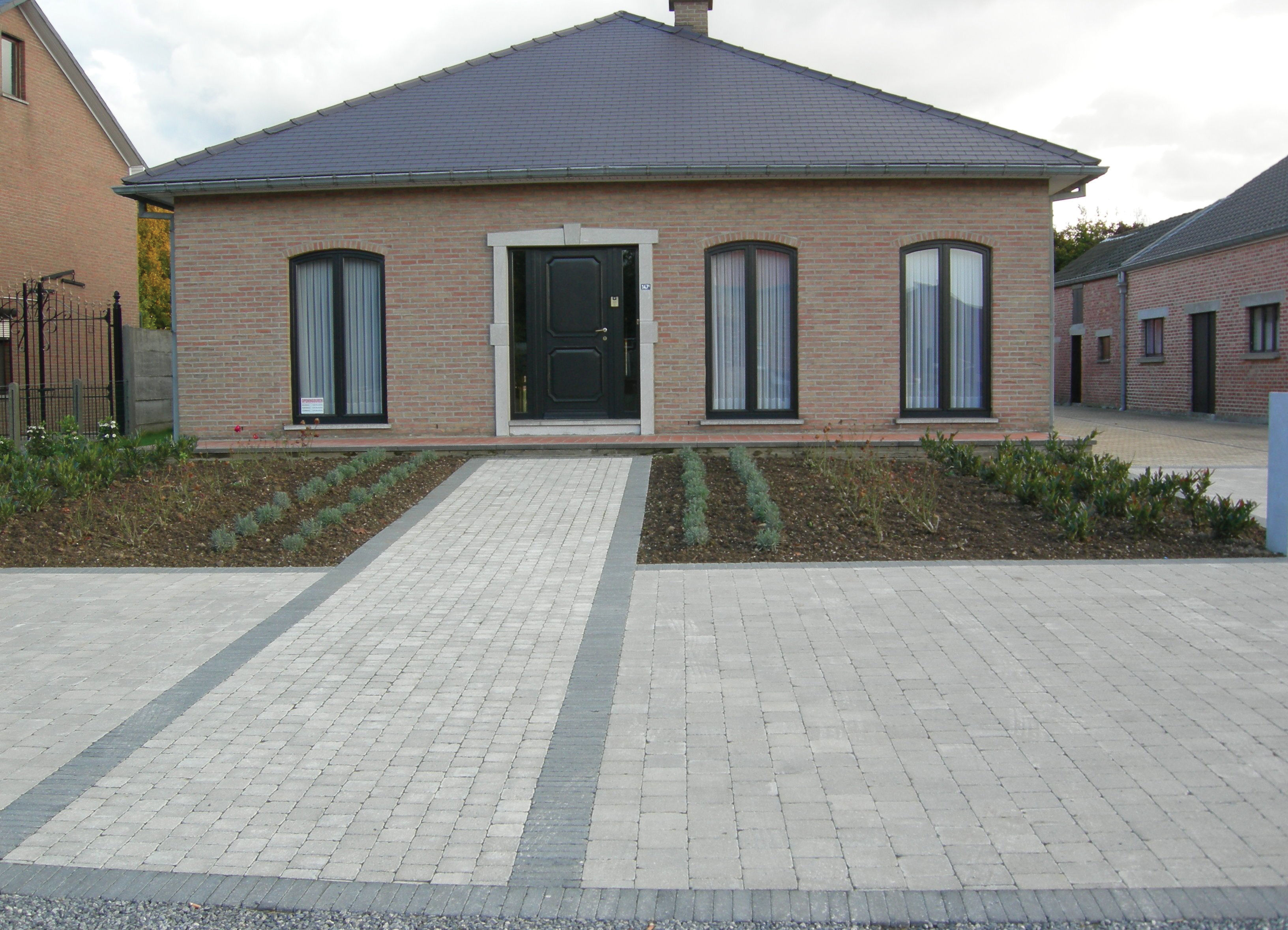 Pavage et dallage de votre terrasse mv carrelage gembloux for Entree maison exterieur originale